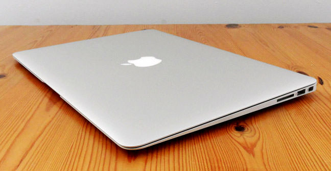 Apple MacBook Air 11 Early 2015 3